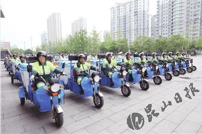市总工会为2500余名环卫工人赠送爱心头盔